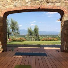 Yoga with a view by Tuscan Fitness! Thanks to @sherrylla for sharing  #tuscany #yogatuscany #yogawithaview #yogaroom #yogaeverydamnday #view #tuscany #toscana #italy #italyyoga #italyyogaretreat Visualizza traduzione