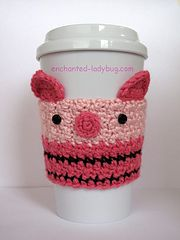 Free crochet Piglet Coffee Cup Cozy pattern by The Enchanted Ladybug Crochet Coffee Cozy, Coffee Cup Cozy, Crochet Cozy, Cute Crochet, Hot Coffee, Coffee Cups, Crochet Pig, Crochet Disney, Crochet Crafts