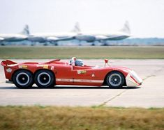 Alfa-Romeo The story goes that this car was testing at Sebring to try and tackle the Ferrari and Porsche Le Mans, Old Race Cars, Us Cars, Ferrari, Sports Car Racing, Sport Cars, Auto Racing, Sebring Raceway, Jaguar