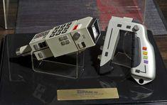 Limited-Edition-SPACE-1999-Commlock-and-Stun-Gun-Prop-Replica-Set.jpeg (1230×774)