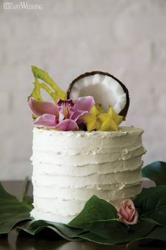 Pink Wedding Cakes Tropical Wedding with Pineapples - We'll do anything to keep summer from ending.which is why we can't stop and won't stop obsessing over this tropical wedding creative! Wedding Cake Prices, Small Wedding Cakes, Wedding Cakes With Cupcakes, Wedding Cakes With Flowers, Wedding Cake Designs, Hawaii Cake, Hawaii Hawaii, Pineapple Palm, Fresh Flower Cake