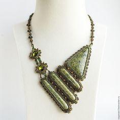 Купить Змейка - колье из бисера с змеевиком и кристаллами Swarovski - оливковый, хаки, бронзовый, колье с камнями