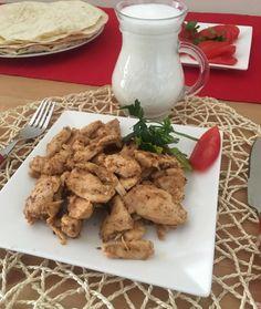 En güzel mutfak paylaşımları için kanalımıza abone olunuz. http://www.kadinika.com Buda tavuk dönerim  MALZEMELER 1 büyük tavuk göğsü  1 yk yoğurtt  Baharat  1 adet soğan rendesi  Tavuk ince uzun kesilir. Diğer malzemeler eklenir . 1 saat dolapta dinlendirilir. Daha sonra tavada suyunu cekene kadar pişirilir. Sıvıyağdakızartılır afiyetle yenir #sahanelezzetler#mükemmellezler #sunum_dunyam #sunumduragı #lezzetli_tariflerle #yemekrium #onlinelezzetler #sunumyeriniz #yasamtarzınız…
