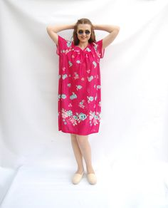Plus Size Vintage 70s Hot Magenta Pink Floral Print Beach Mini Shift Dress/Festival clothing Hawaiian Short Summer Kaftan Tunic Size XL Vtg