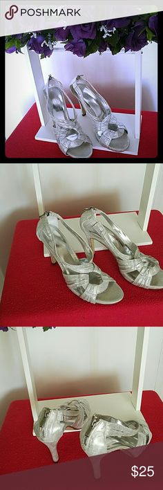 "💣""CLERANCE"" 💣Michaelangelo Silver Heels These are amazing Michaelangelo for David Bridal Silver Heels. In excellent conditions. Use two or three times, but now they are too high for me.  Heels high are 4"". Has in the back zipper to put them easy. All puchase are final. Thanks for searching my closet. Happy Shopping Ladies  !!! Michaelangelo  Shoes Heels"