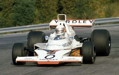 This paper car is a 1973 GP Canada McLaren (driven by Jody Scheckter), a Formula One racing car designed by Gordon Coppuck, with input from John Bar Jody Scheckter, Paper Car, Paper Toys, Bruce Mclaren, Racing Car Design, Formula E, Mc Laren, Ford, Vintage Racing