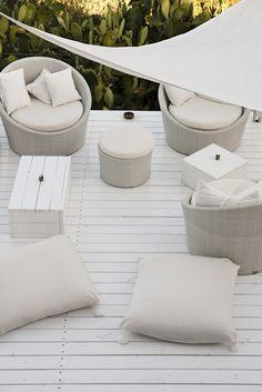 beautiful all white seating area - Su Gologone  www.sugologone.it