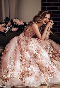 10 Wedding Dresses of Your Dream - Floral colored wedding dress Vestidos Color Blanco, Evening Dresses, Formal Dresses, Expensive Prom Dresses, Beautiful Gowns, Gorgeous Dress, Beautiful Moments, Dream Dress, Pretty Dresses