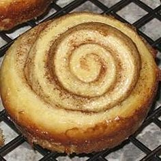 Cinnamon rolls made with yeast and yellow cake mix, topped with a sticky glaze and sprinkled with pecans. Cinnamon Bun Recipe, Cinnamon Rolls, Sweet Roll Recipe, Baked Rolls, Yeast Rolls, Sticky Buns, Yellow Cake Mixes, Rolls Recipe, Sweet Bread
