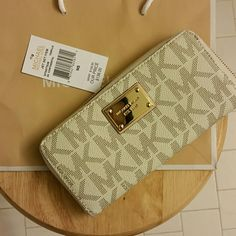 Micheal Kors wallet/clutch Signature Micheal Kors wallet/clutch. White back with cream MK logo. Brand New never used.  No scratches, stains or missing hardware Michael Kors Bags Wallets