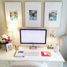 You'd like this one by casinhaarrumada #homedesign #contratahotel (o) http://ift.tt/1QaUplq O MEU PERFIL PESSOAL TAMBÉM: @souzainara ....................... Home office lindo para inspirar a gente! Amo escrivaninhas branquinhas!   Fonte da Imagem: http://pin.it/Ul_ETNm ....................... #decoração #decoration #homedecor  #blogdecor #bloglovers #casa #home #loveit #pinterest #cute #homeoffice