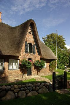 Thatched house in Sylt, Germany. Cottage Living, Cozy Cottage, Cottage Homes, Cottage Style, Thatched House, Thatched Roof, Cottages And Bungalows, Cabins And Cottages, Storybook Homes