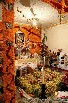 Ofrenda día de Muertos. #Mexico Eliza Bracho Day of the Dead offerings. Tour By Mexico - Google+