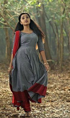 Anupama Parameswaran Punjabi Dress, Anarkali Dress, Beautiful Bollywood Actress, Most Beautiful Indian Actress, Simple Frocks, Indian Beauty Saree, Indian Sarees, Pakistani, Hollywood Girls