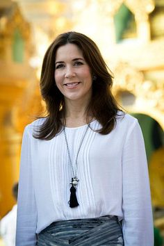 Crown Princess Mary at the Shwedagon Pagoda in Myanmar, 11.01.14                                                                                     Kronprinsesse Ma...
