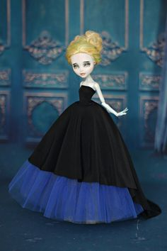 Dress with train for  Monster High/EverAfterHigh dolls  1/6 size