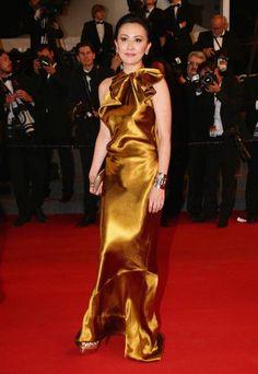 Carina Lau in abito dorato