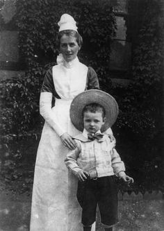 Ceremony to honour life of Salford nurse Edith Cavell - 100 years after she was executed in World War One - Manchester Evening News World War One, First World, Edith Cavell, History Of Nursing, School Badges, Happy Nurses Week, Male Nurse, Vintage Nurse, Salford