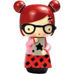 Momiji Poupée Alex. Les Momiji sont des poupées porteuses de messages. A l'intérieur vous pouvez glisser, sur un petit bout de papier, un voeu, un souhait, un mot, une phrase... Les Momiji sont dessinées par des designers et des créatifs du monde entier. Chaque poupée est peinte à la main.   Créatrice : Luli Bunny. www.laboutiquedubienetre.fr