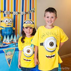 Shop Despicable Me Party tableware! Shop for Despicable Me party supplies, birthday decorations and party favors. Find Despicable Me party ideas. Birthday Party Games For Kids, Party Themes For Boys, Birthday Parties, Birthday Star, Minion Birthday, Fourth Birthday, Despicable Me Party, Minion Party, Party Kit