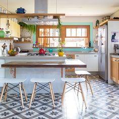 O dia de hoje foi recompensador, no blog eu te conto o motivo. Exatamente por isso quero fazer o post de um ambiente leve, alegre e feliz, exatamente como estou me sentindo É a cozinha da Fran Bagnati do blog delicioso @la_de_casa