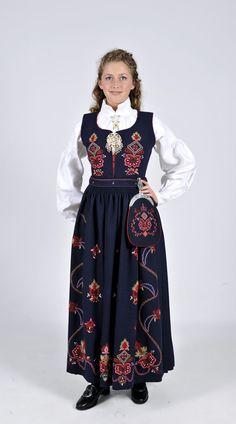 Ørskogsbunad fra Sunnmøre Norwegian Clothing, Tribal Dress, Wedding Costumes, Bridal Crown, Folk Costume, Festival Wear, Hobbies And Crafts, Classy Outfits, Traditional Dresses