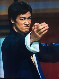 Confident Smile Is Charm Bruce Lee In 2019 Dragon Arti Marziali