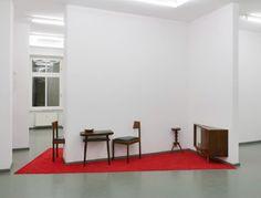 Installation Berliner Zimmer, Galerie RASCHE RIPKEN BERLIN, 2010 Gebrauchte  Berliner Möbel, Teppichboden,