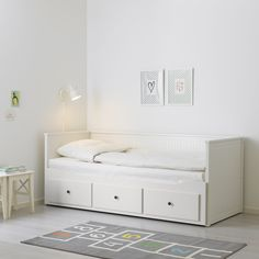 HEMNES Daybed with 3 mattresses – white, Husvika firm – IKEA - Boast. Cama Ikea Hemnes, Lit Banquette 2 Places, Banquette Ikea, Cama Murphy Ikea, Hemnes Day Bed, Day Bed Frame, Murphy-bett Ikea, Painted Drawers, Small Bedrooms