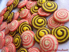 Nálunk is elkészült az Erdélyi Konyha húsvéti kiadásában szereplő szépség. A színessége ragadott meg, tudtam, hogy kipróbálom.  Játékos lo... Easter, Treats, Cookies, Ethnic Recipes, Sweet, Food, Sweet Like Candy, Crack Crackers, Candy
