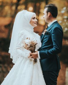 Hijab Makeup Dresses 2020 Hijab Wedding Dresses … – About Wedding Dresses Muslim Wedding Gown, Hijabi Wedding, Muslimah Wedding Dress, Muslim Wedding Dresses, Muslim Brides, Bridal Dresses, Wedding Photography Poses, Wedding Poses, Wedding Photoshoot