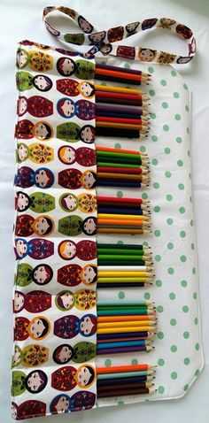 Diy Sewing Projects, Sewing Hacks, Coque Ipad, Pencil Bags, Creation Couture, Sewing Class, Sewing For Kids, Handicraft, Fabric Crafts