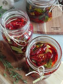 PASTU domov: Sušená rajčata v oleji Pavlova, Preserves, Pickles, Cucumber, Food And Drink, Vegetables, Preserve, Preserving Food, Vegetable Recipes