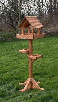 Wood Bird Feeder, Bird House Feeder, Bird Feeders, Bird Tables, Awesome Woodworking Ideas, Bird House Plans, Bird Houses Diy, Wooden Bird, Woodworking Bench