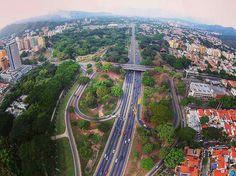 """""""Distribudor El Trigal - Valencia, estado Carabobo. Fotografia: @drone_valencia  Hay una Venezuela deslumbrante que vale la pena conocer. Síguenos y usa el…"""""""