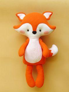 Raposa Baby - Ateliê Cores e Panos Diy Stuffed Animals, Stuffed Fox, Dinosaur Stuffed Animal, Softie Pattern, Felt Diy, Animal Nursery, Felt Dolls, Stuffed Toys Patterns, Softies