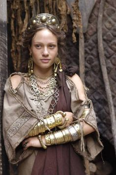 "Larp Girl, tarkowski: Chiara Mastalli as ""Eirene"" in Rome . Ancient Rome, Ancient Greece, Historical Costume, Historical Clothing, Rome Hbo, Rome Tv Series, Roman Dress, Empire Romain, Pompeii"
