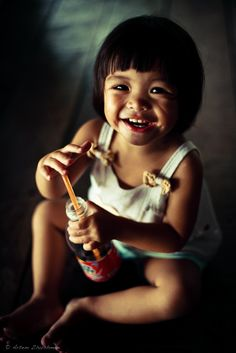 A Nourishing Smile. Most Beautiful Faces, Beautiful Smile, Beautiful Children, Beautiful Babies, We Are The World, People Around The World, Children Photography, Portrait Photography, Kids Laughing