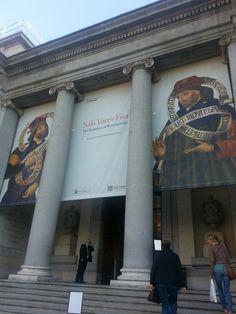 """Cartel de """"Sala Várez Fisa. Del Románico al Renacimiento"""" en el Museo del Prado.Madrid."""