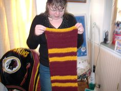 Crochet pattern for Gryffindor scarf.