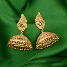 Discover wide range of collection of traditional gold earring at Waman Hari Pethe Sons. Gold Jhumka Earrings, Indian Jewelry Earrings, Gold Bridal Earrings, Gold Earrings Designs, Gold Jewellery Design, Gold Drop Earrings, Bridal Jewelry, Jhumka Designs, Diamond Jewellery