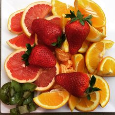 What are you having for a #healthysnack tonite? Here's mine ... #organicfruit #strawberries #oranges #grapefruit #mandarine #kiwi. Remember to eat fruit 1 hour BEFORE or 2 hours AFTER a meal.