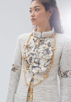 Look 53 - Fall-Winter 2020/21   CHANEL Couture Mode, Style Couture, Haute Couture Fashion, Fashion News, Fashion Models, Mode Chanel, Chanel Style, Fall Collection, Chanel Jacket