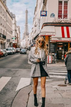 Paris, je t'aime paris - leonie hanne - haute couture. Europe Outfits, Paris Outfits, Mode Outfits, France Outfits, Atelier Versace, Gianni Versace, Leonie Hanne, Haute Couture Paris, Couture Week