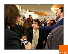 Ambiance chaleureuse la tournée des Vœux dOrange :) #orange_nord #orange #magicien #magieipad #magic #tomlemagicien Tom Le Magicien une animation pour mariage une idée une inspiration pour mariage pour vin d'honneur cocktail repas et dîner de mariage à Lille dans le Nord.