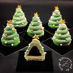 In this DIY tutorial, we will show you how to make Christmas decorations for your home. The video consists of 23 Christmas craft ideas. Christmas Soap, Christmas Goodies, Christmas Desserts, Christmas Baking, Christmas Time, Finger Desserts, Fancy Desserts, Macaron Cookies, Macarons