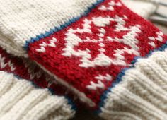 """""""A pair of mittens from the Norwegian book Håndplagg til bunader og folkedrakter. This book is really gorgeous, it has 300 pages filled with patterns traditional handcoverings from Norway (gloves, mittens and wrist warmers), all replicas of museum pieces."""" --from blog: Saartje Knits Jan 2008"""