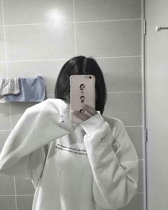 Korean Hair Color, Korean Short Hair, Short Dark Hair, Girl Short Hair, Craft Room Storage, Korean Best Friends, Girl Hiding Face, Girls Mirror, Girl Korea