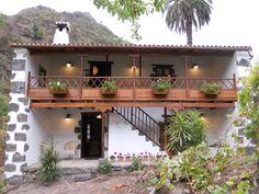 Finca Casa de la Virgen, Gran Canaria Canario, Holiday Destinations, 19th Century, Travel Inspiration, Pergola, Outdoor Structures, Cabin, Mansions, Landscape