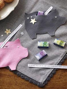 Mit diesem selbst gebastelten Glücksschwein können Sie Ihren Lieben ein frohes neues Jahre wünschen - persönliche Botschaft inklusive.